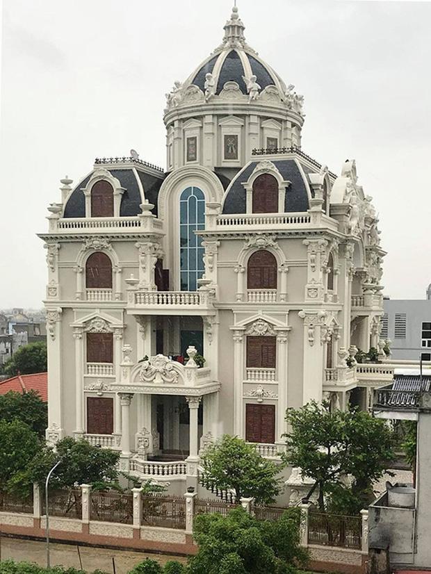 Lâu đài xây gần 10 năm của tỷ phú Nam Định, chỉ riêng gỗ lát sàn cũng có giá 120 tỷ đồng-1