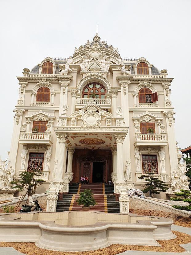 Lâu đài xây gần 10 năm của tỷ phú Nam Định, chỉ riêng gỗ lát sàn cũng có giá 120 tỷ đồng-2
