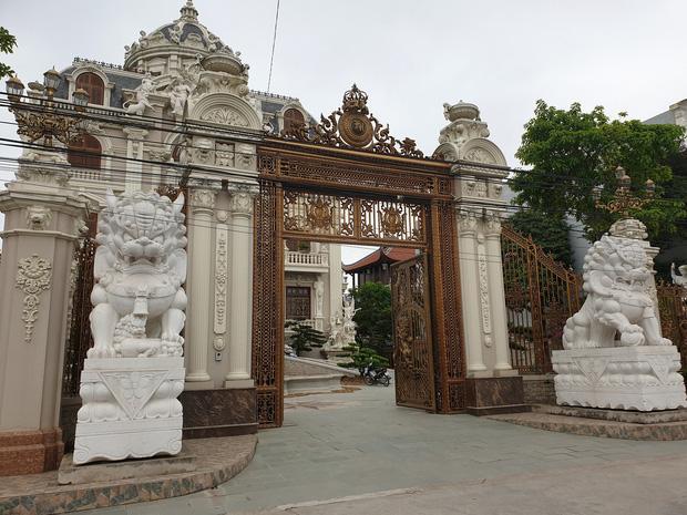 Lâu đài xây gần 10 năm của tỷ phú Nam Định, chỉ riêng gỗ lát sàn cũng có giá 120 tỷ đồng-3