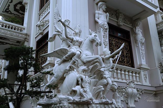 Lâu đài xây gần 10 năm của tỷ phú Nam Định, chỉ riêng gỗ lát sàn cũng có giá 120 tỷ đồng-5