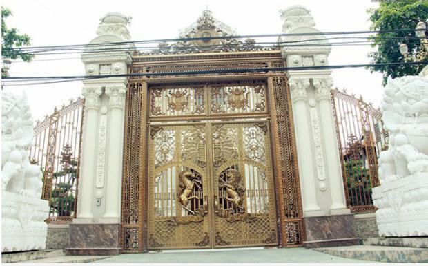 Lâu đài xây gần 10 năm của tỷ phú Nam Định, chỉ riêng gỗ lát sàn cũng có giá 120 tỷ đồng-4