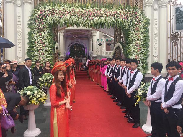 Lâu đài xây gần 10 năm của tỷ phú Nam Định, chỉ riêng gỗ lát sàn cũng có giá 120 tỷ đồng-10