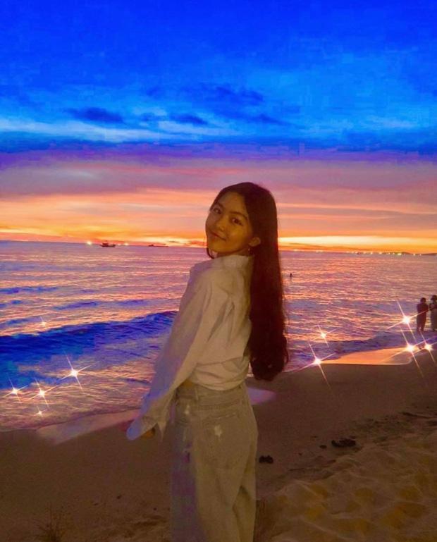Lọ Lem - con gái MC Quyền Linh đổi style đậm chất minh tinh Hong Kong, nhìn kiểu gì cũng đẹp hút hồn-1