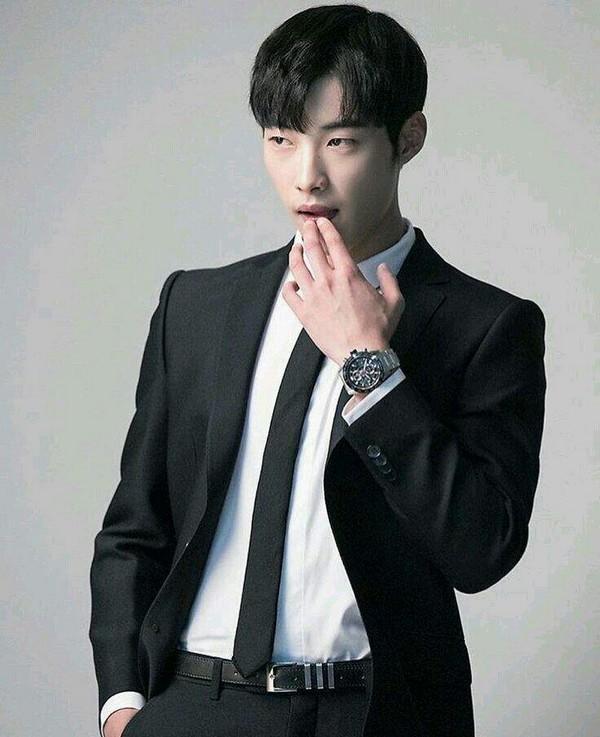 4 mỹ nam Hàn có khả năng hất văng Lee Min Ho trong tương lai-1