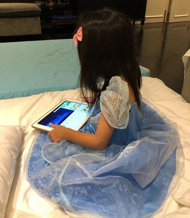 Mới 3 tuổi nhưng con gái Tăng Thanh Hà đã lộ rõ vẻ nữ tính và ngọt ngào-3