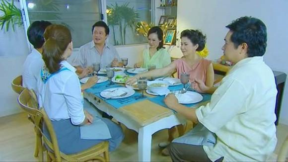 Đang ăn cơm, mẹ tôi tuyên bố một câu khiến bố giật mình đánh rơi bát còn anh em chúng tôi thì nhìn nhau kinh ngạc-1