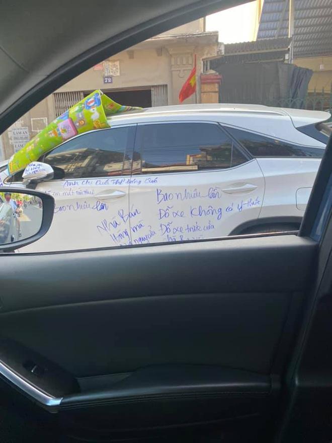 Dân mạng xôn xao siêu xe Lexus bị viết chi chít mực, nội dung dòng chữ làm ai cũng ngán ngẩm-2