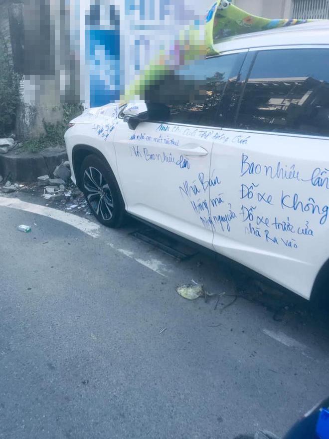Dân mạng xôn xao siêu xe Lexus bị viết chi chít mực, nội dung dòng chữ làm ai cũng ngán ngẩm-3