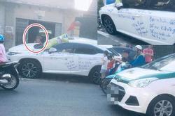 Dân mạng xôn xao siêu xe Lexus bị viết chi chít mực, nội dung dòng chữ làm ai cũng ngán ngẩm