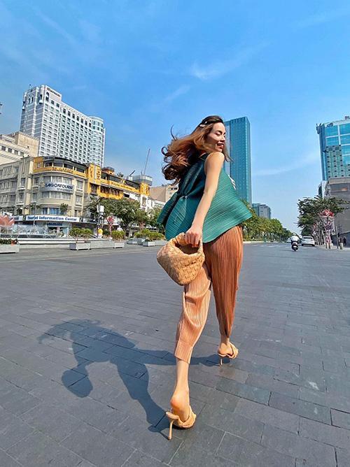 Cùng mang thai đôi nhưng Hồ Ngọc Hà và vợ Khắc Việt đối chọi nhau về ngoại hình bầu bí-2