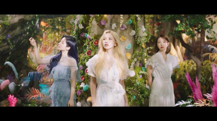Twice chính thức comeback với More & More: Nhạc ổn, MV ảo diệu nhưng sai nhất lại chính là… Momo-2