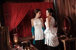 Cởi áo trước mặt Ngọc Trinh, Chi Pu được fan 'đẩy thuyền' với người đẹp 'vòng eo 56'