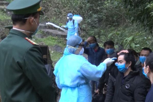 Người phụ nữ trốn theo đường mòn từ Trung Quốc sang Việt Nam âm tính lần 2-1