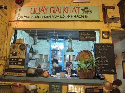 Những quán cà phê thời bao cấp tại Hà Nội vừa bước vào cửa đã thấy cả một bầu trời kí ức ùa về-13