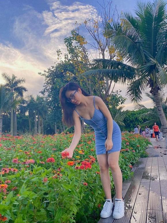 Bạn gái mới Quang Hải bị chê nhan sắc, riêng tình cũ Nhật Lê tung ảnh được fan nhận xét: Xinh xỉu-4
