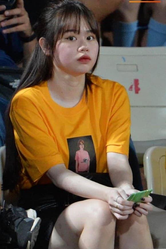 Bạn gái mới Quang Hải bị chê nhan sắc, riêng tình cũ Nhật Lê tung ảnh được fan nhận xét: Xinh xỉu-3