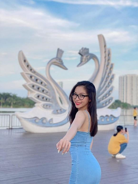 Bạn gái mới Quang Hải bị chê nhan sắc, riêng tình cũ Nhật Lê tung ảnh được fan nhận xét: Xinh xỉu-6