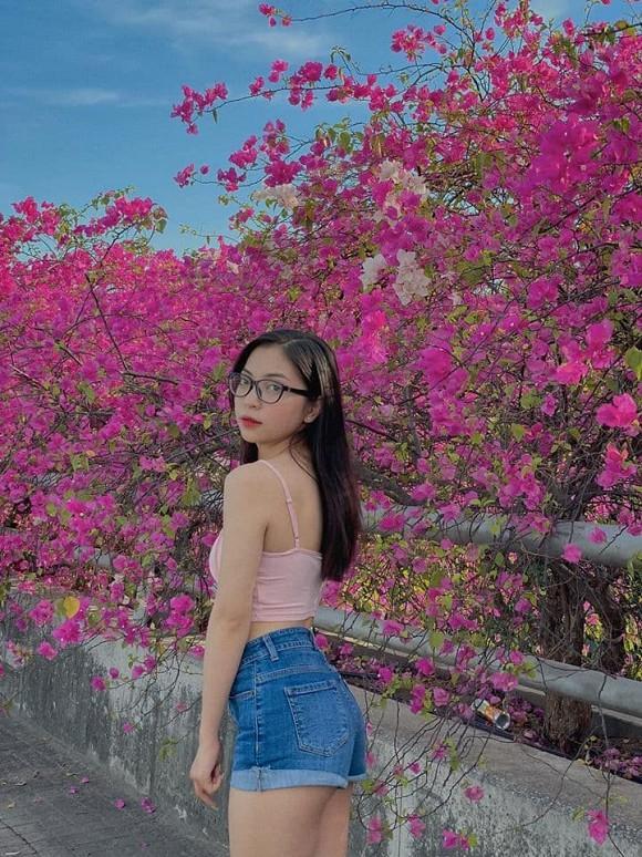 Bạn gái mới Quang Hải bị chê nhan sắc, riêng tình cũ Nhật Lê tung ảnh được fan nhận xét: Xinh xỉu-7