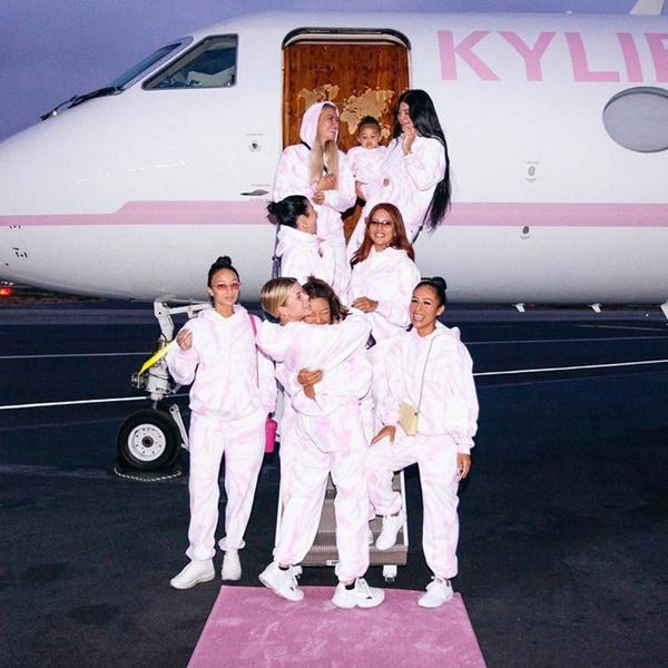 Kylie Jenner vung 130 triệu USD mua biệt thự, phi cơ riêng-1