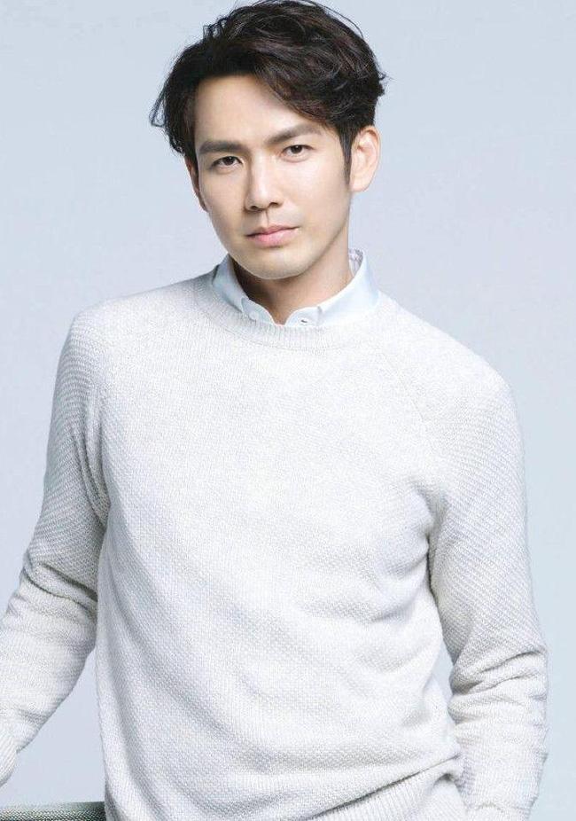 Won Bin đọ sắc cùng Lâm Chí Dĩnh và Chung Hán Lương