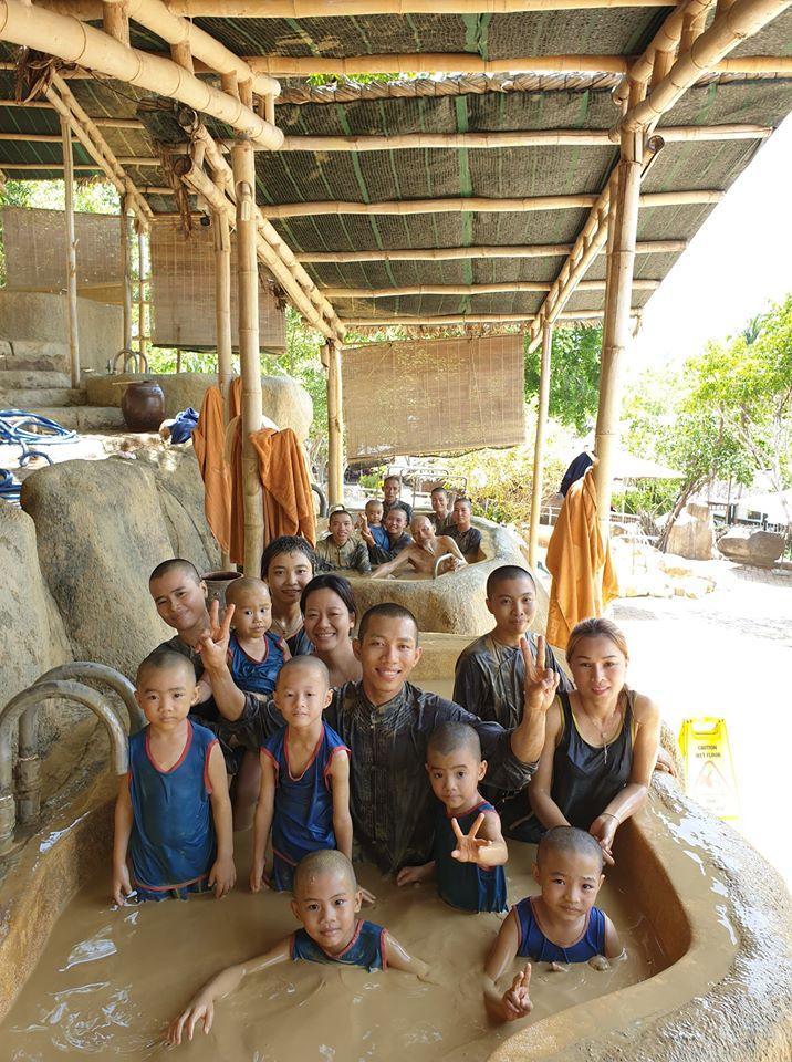Các nhà sư ở Tịnh Thất Bồng Lai có 5 chú tiểu nổi tiếng bị chỉ trích khoe thân phản cảm-12