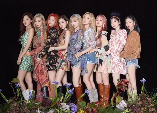 Twice chốt đơn phá đảo BTS, IZONE sau 1 ngày comeback-2