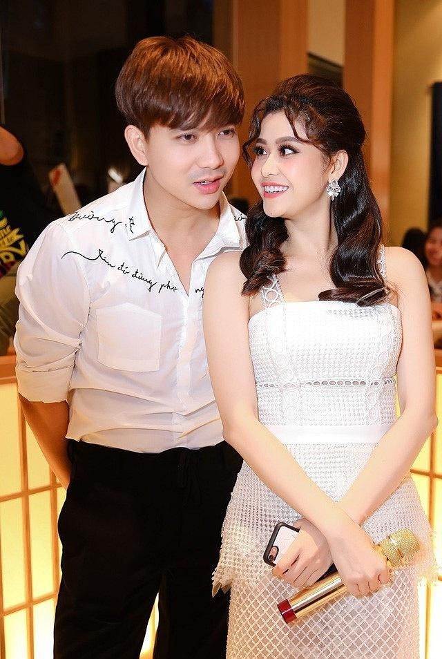 Tim đăng ảnh cô gái lạ mà quen nhưng không phải Trương Quỳnh Anh, lại còn công khai nói lời yêu đương nồng thắm-3