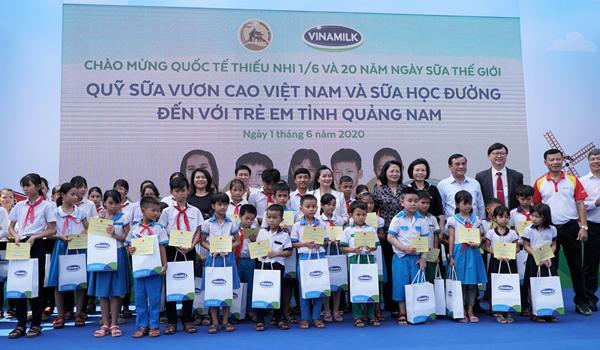 Niềm vui uống sữa đến với trẻ em Quảng Nam trong ngày Tết thiếu nhi-3