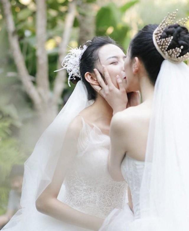 5 cặp đôi đồng tính nữ khiến trai tiếc nuối vì quá đẹp: Việt Nam cũng có 1 đôi!-2