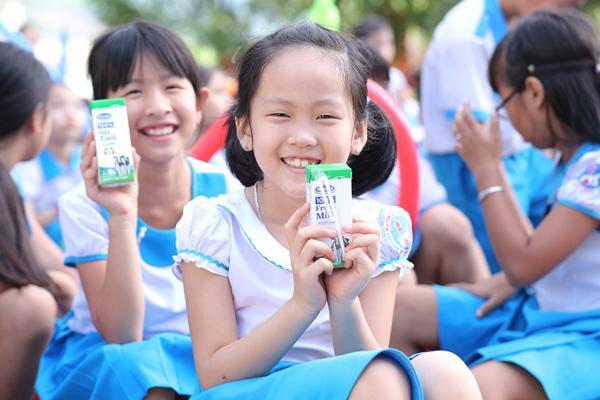Niềm vui uống sữa đến với trẻ em Quảng Nam trong ngày Tết thiếu nhi-4