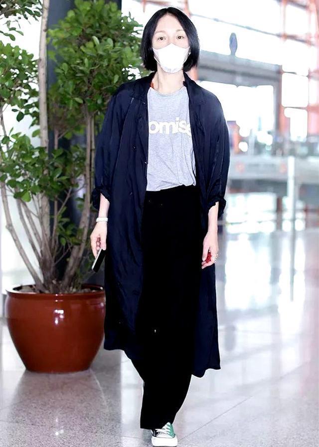 Châu Tấn diện đồ Chanel kém sang, trông như bà già ở sân bay-6