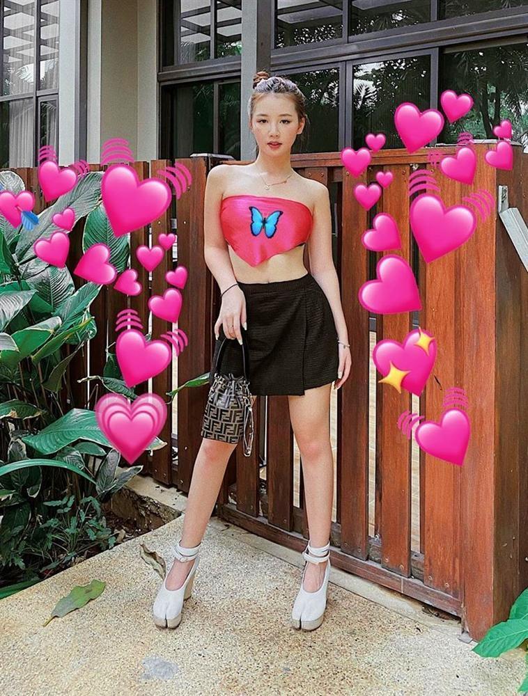 Phương Mỹ Chi mang áo dài checkin Thái Lan - Chi Pu lên đồ chất lừ như siêu sao-2