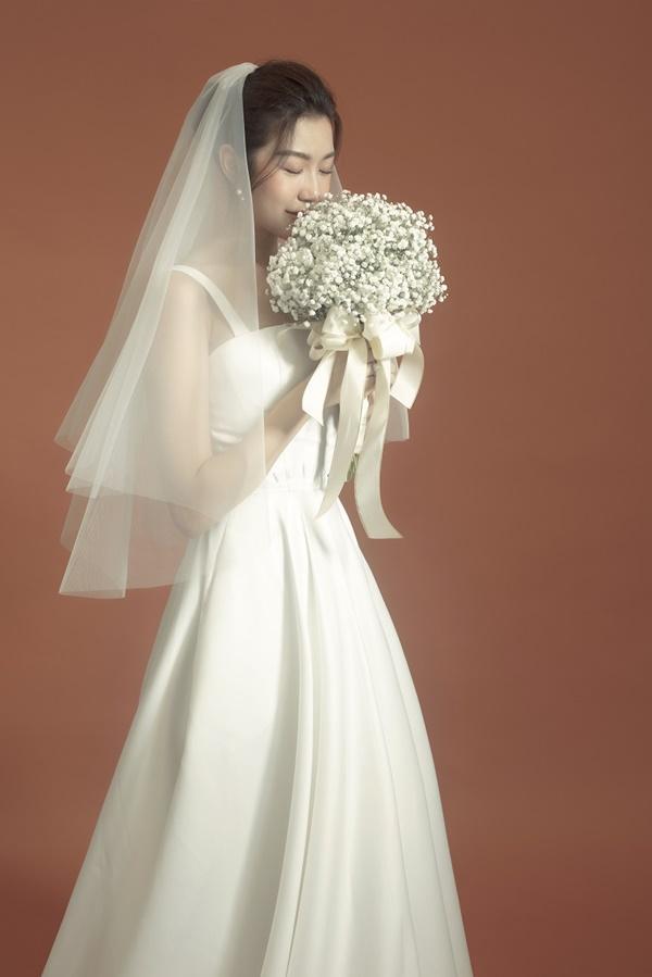 Tưởng chỉ diện mỗi suit như tổng tài, Á hậu Thúy Vân khoe ảnh mặc váy cưới đơn giản nhưng đẹp tinh khôi đây này!-3