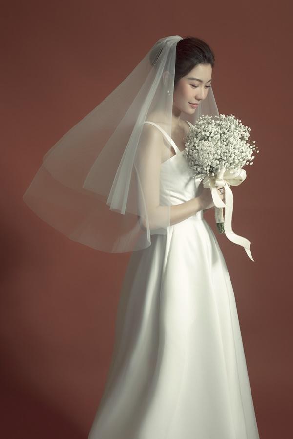 Tưởng chỉ diện mỗi suit như tổng tài, Á hậu Thúy Vân khoe ảnh mặc váy cưới đơn giản nhưng đẹp tinh khôi đây này!-2