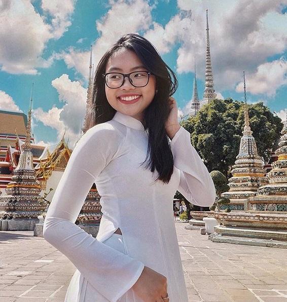 Phương Mỹ Chi mang áo dài checkin Thái Lan - Chi Pu lên đồ chất lừ như siêu sao-9