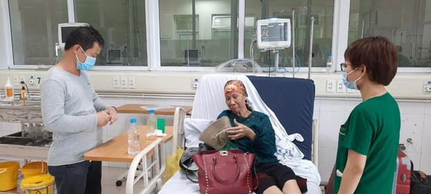 Bác gái bệnh nhân 17 xuất viện về TP.HCM sau gần 3 tháng điều trị Covid-19-1
