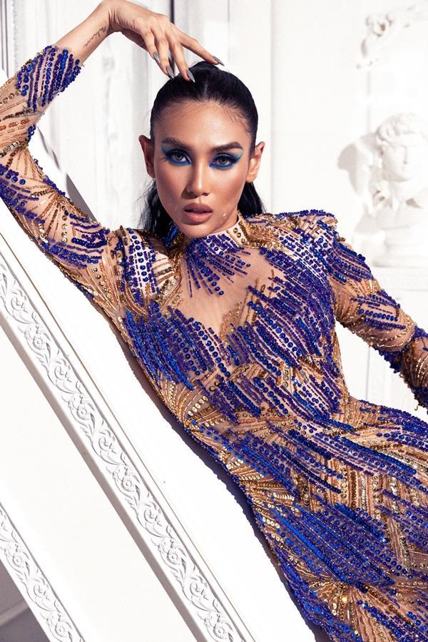 Võ Hoàng Yến chứng minh khả năng cân đẹp tất cả những mẫu đầm có màu gắt và xẻ bạo nhất-9