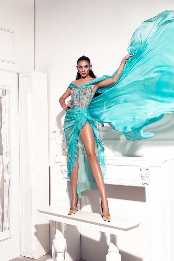 Võ Hoàng Yến chứng minh khả năng cân đẹp tất cả những mẫu đầm có màu gắt và xẻ bạo nhất-12