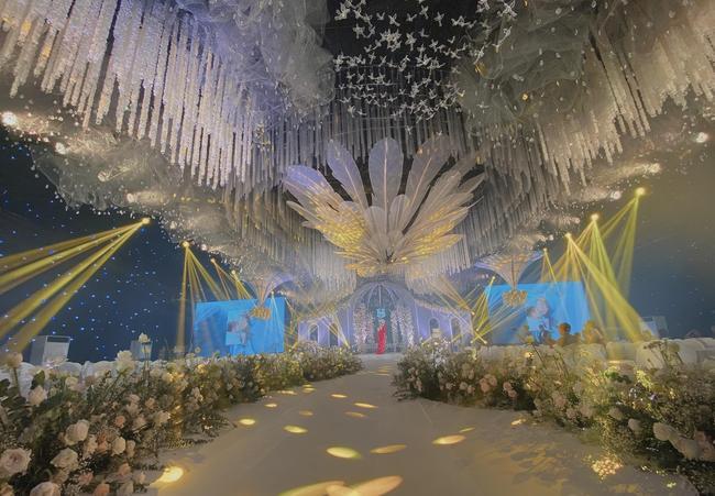 Choáng ngợp siêu đám cưới ở Ninh Hiệp: Cung điện rộng 1.600m2, riêng rạp cưới hơn 1 tỷ, nhiều sao bự góp mặt-2