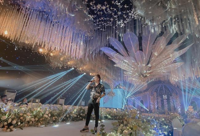 Choáng ngợp siêu đám cưới ở Ninh Hiệp: Cung điện rộng 1.600m2, riêng rạp cưới hơn 1 tỷ, nhiều sao bự góp mặt-8