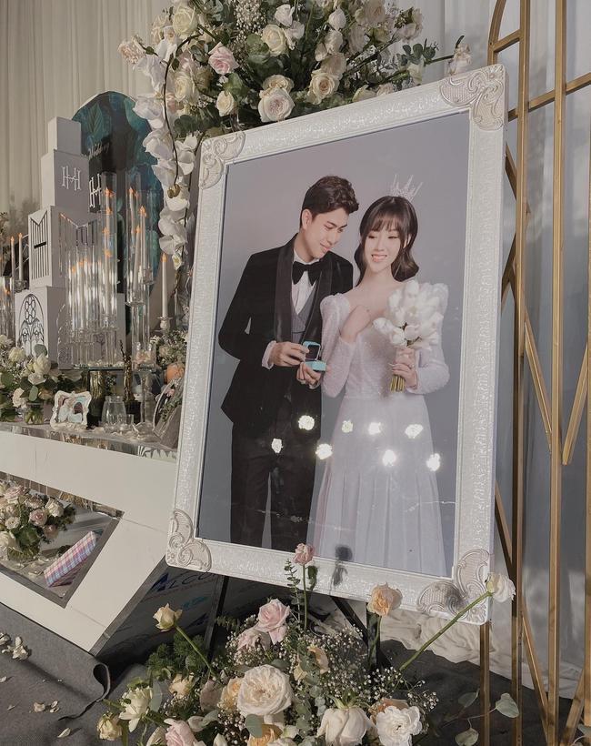 Choáng ngợp siêu đám cưới ở Ninh Hiệp: Cung điện rộng 1.600m2, riêng rạp cưới hơn 1 tỷ, nhiều sao bự góp mặt-7