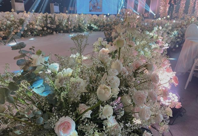 Choáng ngợp siêu đám cưới ở Ninh Hiệp: Cung điện rộng 1.600m2, riêng rạp cưới hơn 1 tỷ, nhiều sao bự góp mặt-5