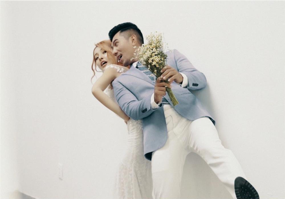 Lương Bằng Quang đăng ảnh cưới mà chẳng khác gì dìm hàng Ngân 98-1