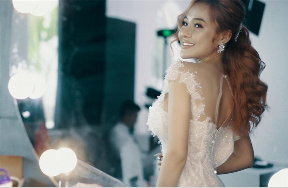 Lương Bằng Quang đăng ảnh cưới mà chẳng khác gì dìm hàng Ngân 98-7