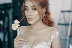 Lương Bằng Quang đăng ảnh cưới mà chẳng khác gì 'dìm hàng' Ngân 98