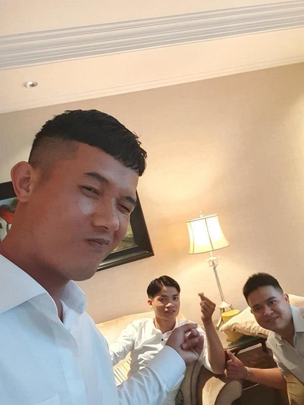 Dàn bạn thân nối khố của Công Phượng tề tựu ở Sài Gòn, diện sơ mi trắng chỉn chu sẵn sàng dự đám hỏi?-1