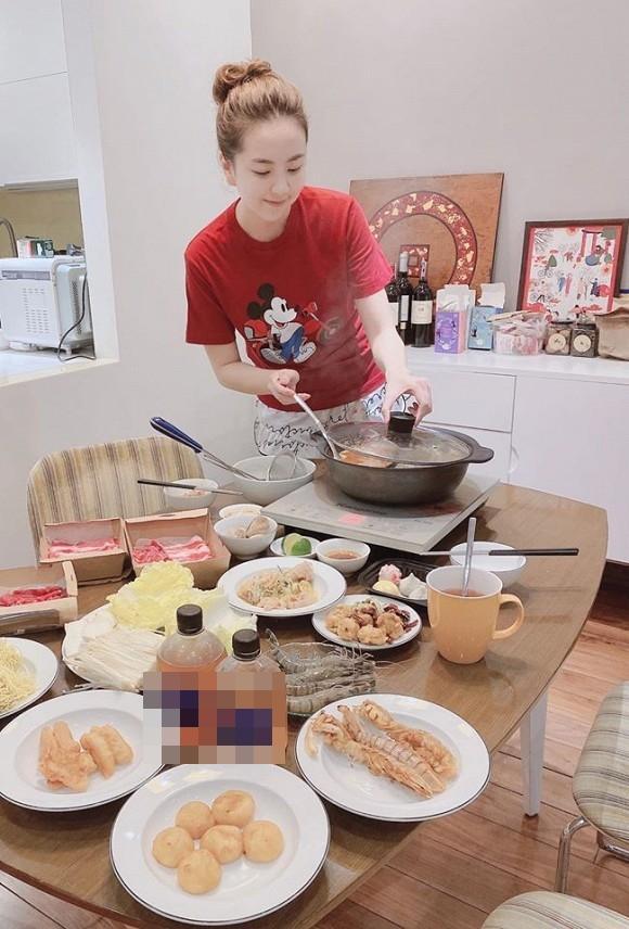 Lấy chồng đại gia có tiếng Hà Thành, nhưng nhìn bữa cơm giản dị của BTV Mai Ngọc khiến nhiều người ngạc nhiên và lý do cũng thật bất ngờ-4