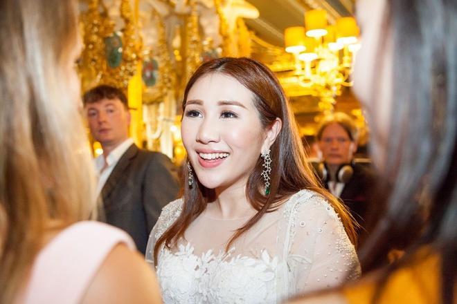 Chồng trẻ kém 8 tuổi của con gái tỷ phú sòng bạc Macau-1