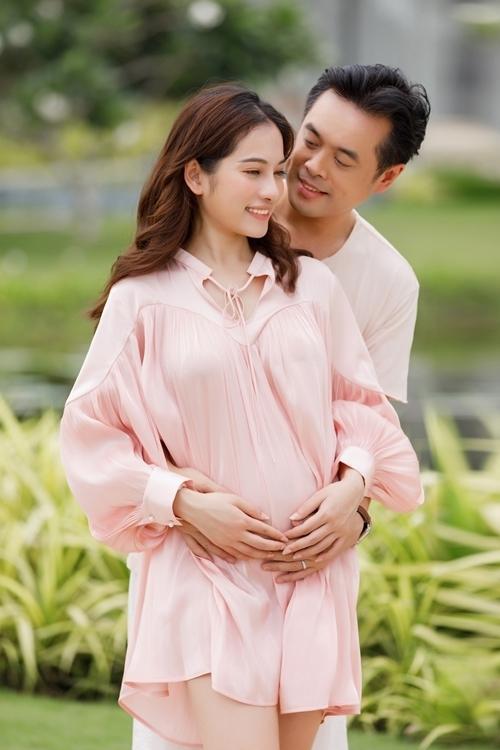 4 mỹ nhân Việt đang mang song thai: Người hao cân, người xuống sắc-1