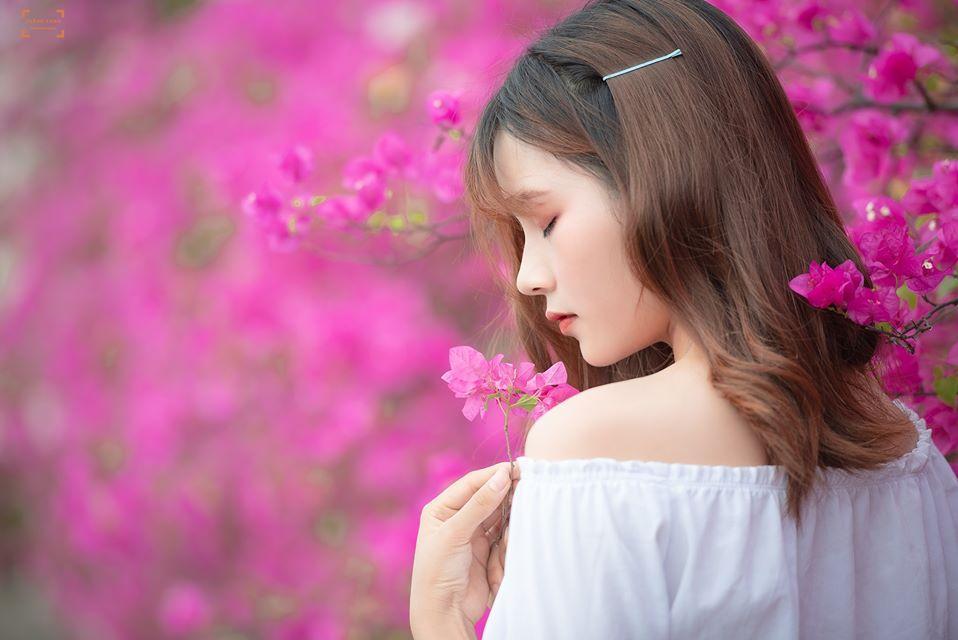 Bạn gái cũ Quang Hải tạo dáng xinh đẹp trên con đường hoa giấy nổi khắp mạng xã hội-7